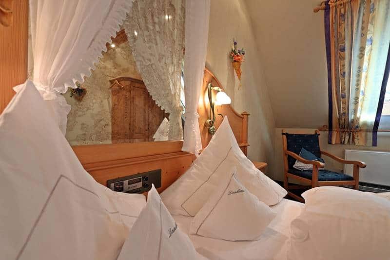 Kissen und Spiegel Doppelbett