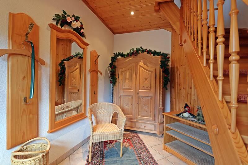 Eingangsbereich und Treppenaufgang der Ferienwohnung