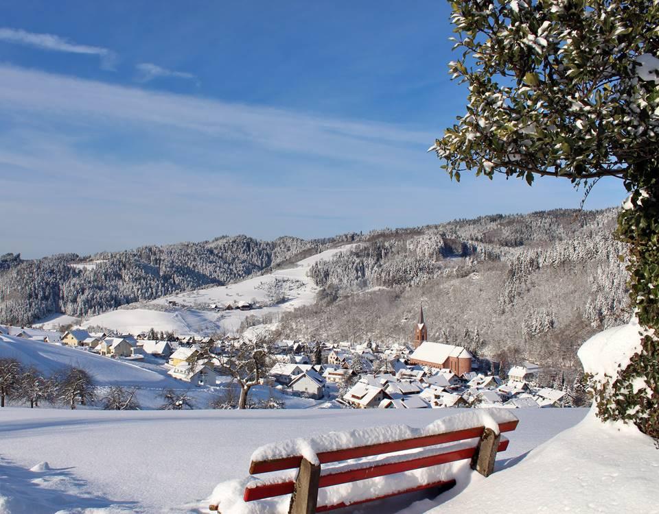 Blick ins verschneite Oberharmersbach