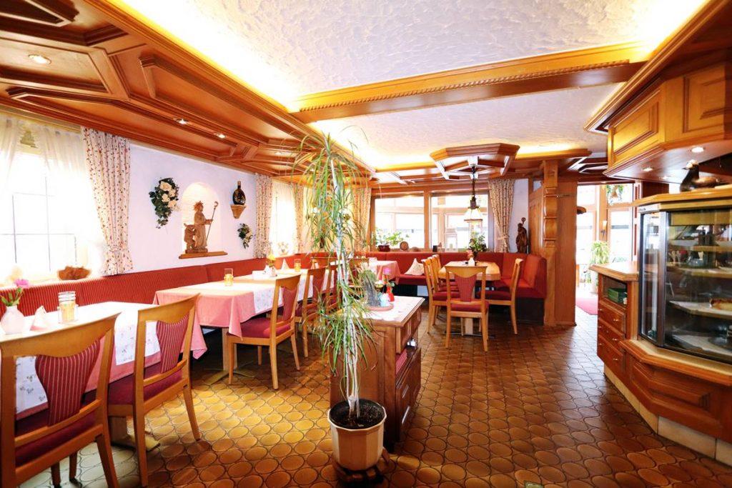 Restaurant Freihof mit Stammtisch und Theke