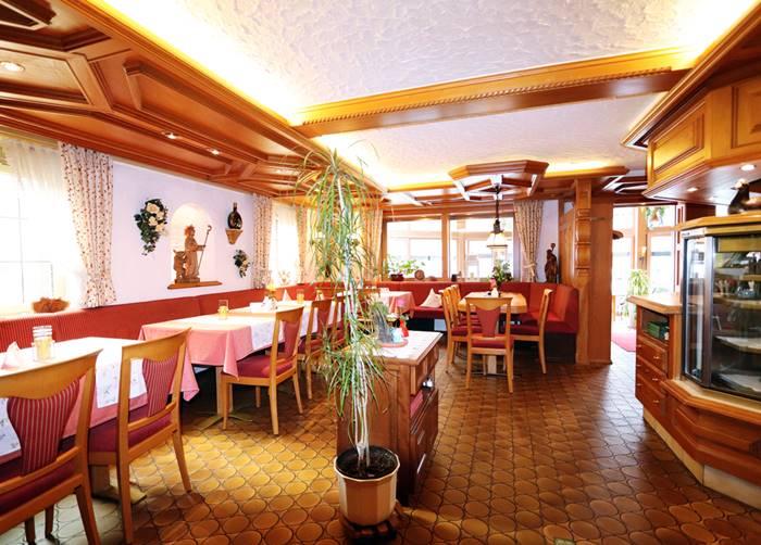 Gaststube Restaurant Freihof mit Stammtisch und Theke