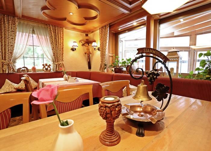 Stammtisch und Herrgottswinkel Restaurant Freihof