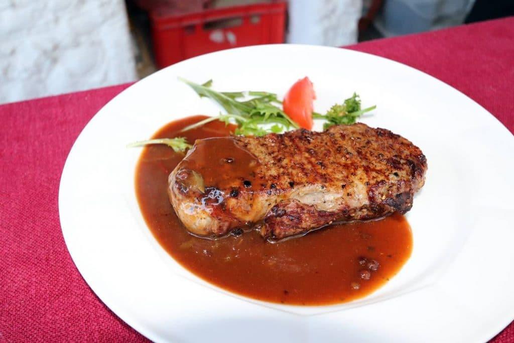 Rumpsteak mit Pfeffersoße vom Grill
