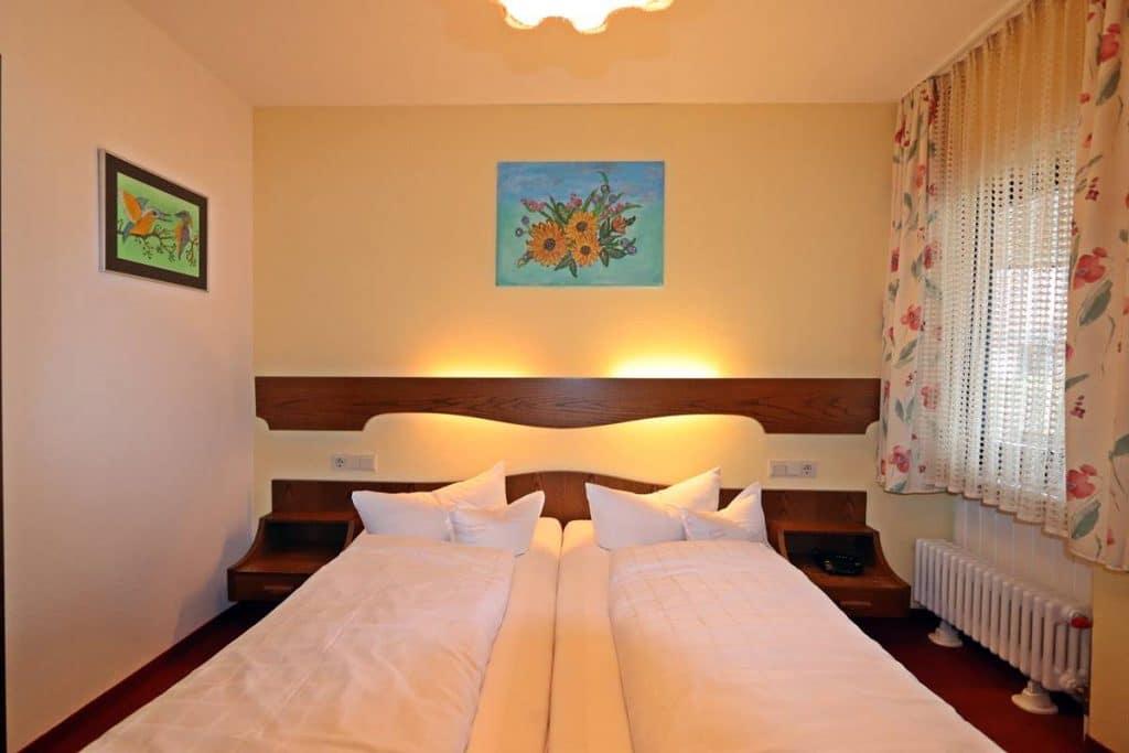 Ferienwohnung Rosalie das Schlafzimmer mit Doppelbett