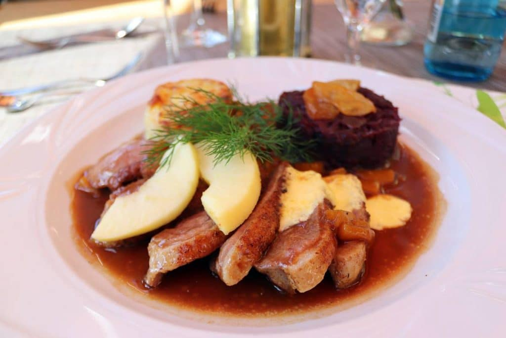 Entenbrustfilet mit Rotkraut und Kartoffelgratin zu den Apfelmostwochen in Oberharmersbach